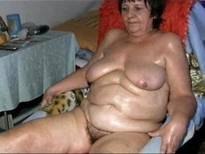 Old grandma pulling dildo in her pussy in the bathroom | -bathroom-dildo-grandma-older-pussy-