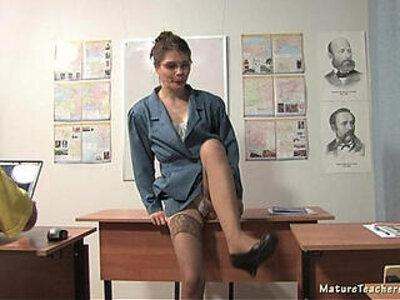 MT TEACH HQ | -petite-teacher-