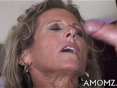 Mature goes wicked in a sex game   -games-mature-woman-