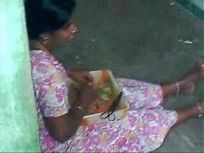 Hot sexy Tamil aunty   -aunty-sexy-tamil-