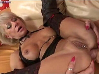 A kinky blond milf fucked by a big dick | -big cock-blonde-granny-kinky-
