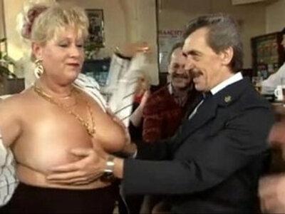 Vlaamse omas en opas in orgie Belgian grannies en grampas in orgy   -granny-orgy-swingers-