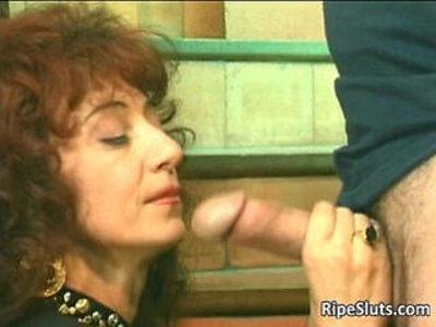 Horny mature hooker gets that wet hairy   -granny-hairy-hooker-horny-wet-