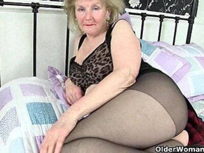 British granny Clare Cream lowers her tights and plays | -british-creampie-granny-