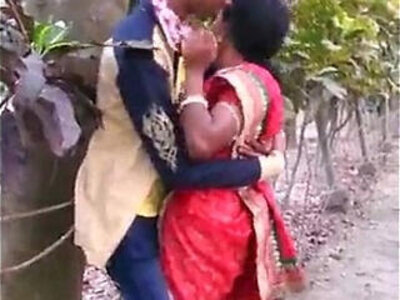 MARATHI DESI BOY AND AUNTY PASSIONATE KISS IN PUBLIC | -aunty-boy-desi-kissing-public-