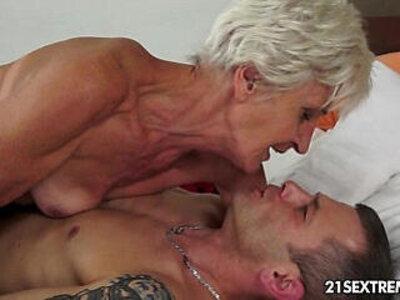 Gorgeous GILF Aliz have a blast with a big young cock   -big cock-gilf-gorgeous-woman-young-