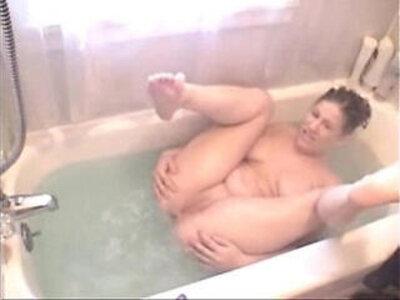mandy sexy tub farts   -bizarre-fart-sexy-