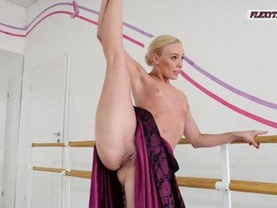 Anna Sigarga with gymnastics never seen before | -yoga-