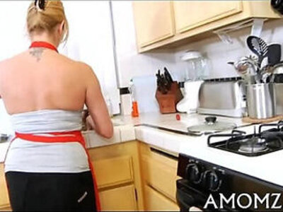 Mature goes wicked in a sex game | -games-mature-mom-