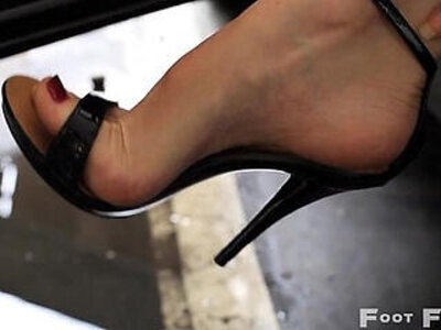 Kelly Space high arched feet in flip flops and high heels parking lot | -beautiful-foot-high heels-
