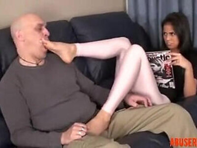 Stepdaughter Knows He Stands on Feet, HD Porn | -foot-high definition-stepdaughter-