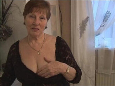 Hairy granny in crotchless panties posing | -granny-hairy-panties-posing-